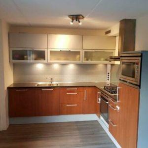 Complete keuken granietblad kraan kookplaat koelkast oven